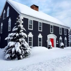 Ideas Exterior House Colors Colonial Red Doors For 2019 Exterior Paint Colors For House, Paint Colors For Home, Better Homes And Gardens, House Paint Color Combination, Christmas Lights, White Christmas, Christmas Colors, Merry Christmas, Christmas Decorations