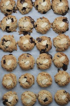 Healthy Chocolate Chip Cookies - I made these yesterday and they are delish! I've missed chocolate chip cookies since I started eating Paleo and this takes care of that! Real Food Recipes, Cookie Recipes, Dessert Recipes, Yummy Food, Desserts, Yummy Treats, Sweet Treats, Paleo Treats, Cookie Ideas