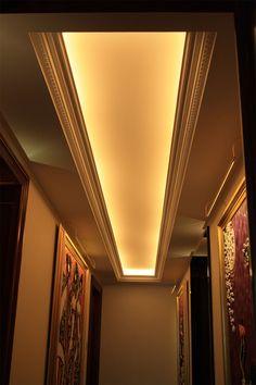 Lovely Realisierung von Gipsdecken und Gesimsen im Klassischen Stil mit integrierter indirekter Beleuchtung und Belueftung Appartment