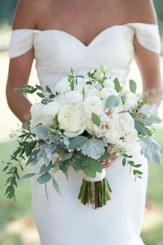 All white wedding bouquets are classic and elegant. There is nothing more beautiful than a wedding bouquet made with all white flowers. Summer Wedding Bouquets, White Wedding Flowers, Bride Bouquets, Floral Wedding, Diy Wedding Bouquet, Wedding Summer, Spring Weddings, White Ranunculus, Eucalyptus Wedding
