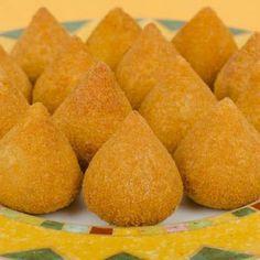 Receita de Coxinha de Mandioca sem Glúten - 2 colheres (sopa) de margarina light , 1 dente de alho , 1 tablete de caldo de frango , 2 xícaras (chá) de leite...