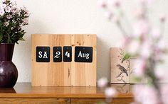 Karten-Kalender auf Sideboard