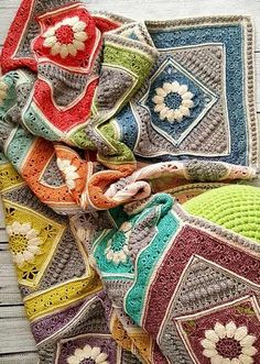 [Free crochet Pattern] You'll Fall Madly In Love With This Amazing Dream Blanket Crochet Home, Knit Or Crochet, Crochet Granny, Crochet Motif, Crochet Crafts, Crochet Stitches, Crochet Projects, Afghan Crochet, Crotchet