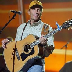 Pure Country star George Strait rehearses for the 2002 Academy of Country Music Awards in Los Angeles. George Strait House, George Strait Family, Best Country Singers, Country Music Artists, Strait Music, Lucky Ladies, Thomas Brodie Sangster, King George, Show Photos