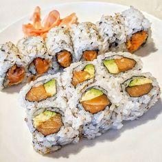 When it comes to Sushi Rolls do you prefer #Maki (Seaweed on the outside) or #Uramaki (Rice on the Outside)? -- #SpicySalmon #Salmon #Avocado #Rice #Sushi #SushiRolls #Japanese #Food #Foodie #Instafood #FoodPorn #Foodstagram #EmpireHunan #NewJersey #NJ #Restaurants #JerseyEats #Eeeeeats #FoodPics #DesiredTastes