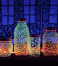 Leuchtende Gläser selber machen mit diesen 5 einfachen Anleitungen Glow Stick Jars, Glow Jars, Glow Sticks, Fun Arts And Crafts, Arts And Crafts Projects, Craft Projects For Kids, Diy Crafts For Kids, Craft Ideas, Fun Ideas