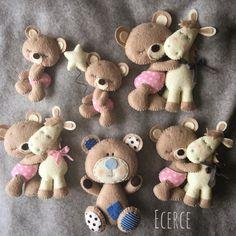 iyi geceler☁️ - Tual Renk Bear Felt, Felt Baby, Felt Ornaments Patterns, Felt Animal Patterns, Felt Crafts Diy, Felt Hearts, Animal Crafts, Felt Toys, Diy Doll