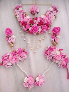 Pink and white flower gotapatti jewellery set necklace,earrings,mangtika and bracelets 6 pieces jewellery set, flower set Flower Jewellery For Mehndi, Bead Jewellery, Flower Jewelry, Diamond Jewellery, Engagement Mehndi Designs, Latest Bridal Mehndi Designs, Bridal Bangles, Wedding Jewelry, Rakhi Design