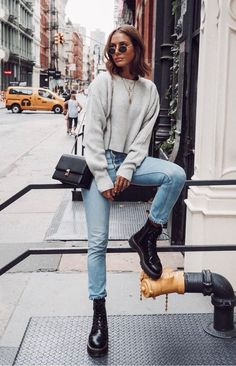 16d1586e9fc  streetstyle  outfitideas  jeansoutfit  falloutfits Black Boots Outfit