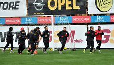 Galatasaray Profesyonel Futbol A Takımı, Şampiyonlar Ligi son 16 ikinci maçında oynayacağı Chelsea maçı öncesi İstanbul'daki son çalışmasını yaptı.