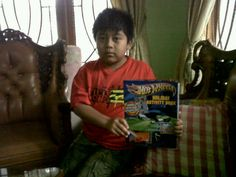 @iiyyuutt: Adik sepupu yg kirim gambar krn dapet mainan baru. Keep on enjoying ur life. :') @hidupsehidupnya #BikinHidupSehidupnya