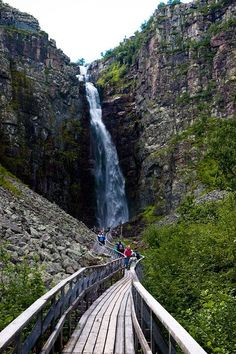 Njupeskär is a waterfall in the river Njupån in Fulufjället National Park (Sweden). With a total height of about 125 m and the tallest plunge is 95 m high, it is the highest waterfall in the country. Oh The Places You'll Go, Places To Travel, Places To Visit, Sweden Stockholm, Sweden Travel, Austria Travel, Italy Travel, Travel Netherlands, To Infinity And Beyond