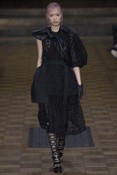Simone Rocha Spring 2017 Ready-to-Wear Fashion Show - Fernanda Hin Lin Ly