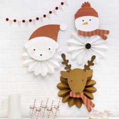 rosetas de navidad. Tres abanicos con personajes navideños: papa noel, reno y muñeco de nieve para decorar la pared alegre y navideña.