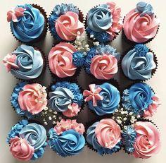Blue and Pink Cupcakes – Blaue und Rosa Cupcakes – Cupcakes Roses, Frost Cupcakes, Floral Cupcakes, Pretty Cupcakes, Buttercream Cupcakes, Cupcake Frosting, Cupcakes Design, Cake Designs, Cake Decorating Tips