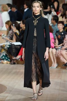 Valentino Fall 2015 Couture Fashion Show - Mina Cvetkovic