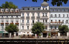 Spa Hotel Kolonada is situated on the bank of the river Tepla directly opposite the beautiful Zítková colonnade. Hotel Kolonada provides accommodation in single, double rooms and also in spacious suites with spectacular views.