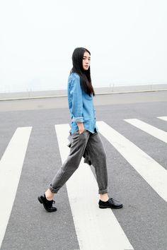 Imagen de fashion, street style, and korean Casual Street Style, Korean Street Fashion, Asian Fashion, How To Wear Sweatpants, Fashion Sweatpants, Sweatpants Style, Sweatpants Outfit, Tomboy Stil, Vogue
