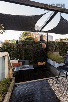 Nog in de twijfel tussen een parasol en een schaduwdoek? Lastige keuze natuurlijk, wij hebben gelukkig de voor-en nadelen voor je op een rijtje gezet! | Umbrella vs shade cloth | #ehet #eigenhuisentuin #styling #decoratie #decoration #inspiratie #inspiration #interior #interieur #garden #tuin #gardeninspiration #tuininspiratie  #gardendesign #tuinstyling #gardenlovers #gardenideas #plants Outdoor Furniture, Outdoor Decor, Hammock, Pergola, Patio, Interior Design, Home Decor, Nest Design, Decoration Home