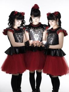 New #BABYMETAL promotional picture by @MickHutson from #London!! https://www.facebook.com/mick.hutson.1/media_set?set=a.10153343203495342.1073741881.738350341&type=3