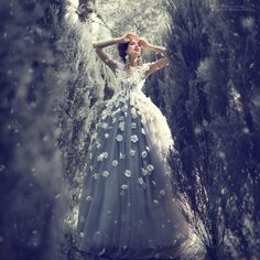Inspired by Russian fairy tales, photographer Margarita Kareva takes the written word and translates it into beautiful fantastical images. Fantasy Photography, Winter Photography, Portrait Photography, Fashion Photography, Christmas Photography, Photography Flowers, Photography Ideas, Beauty And Fashion, Covet Fashion