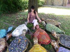 Мозаичная скульптура    итальянской художницы  Душана Бравура — талантливая художница из Венеции, работающая в технике мозаичной скульптуры. Удивительные по красоте работы художница создает применяя такие материалы как муранское стекло, миллефиори, стеклянную пасту, кристаллы, металлические элементы, смальту и пр. Мозаичные элементы приклеиваются с помощью цементного клея на основу — стеклопластиковые фигурки животных и птиц. Душаны Бравура - Путешествуем вместе