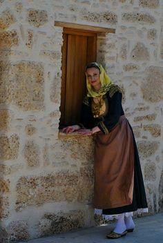 Τοπικές ενδυμασίες - visit Megara Greek Traditional Dress, Traditional Clothes, Gypsy Costume, Folk Costume, Greek Costumes, Dance Costumes, Folk Dance, Belly Dance, Ukraine