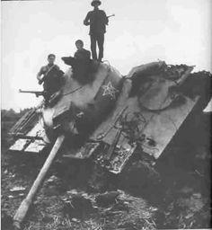 Tanque chinês capturado por tropas vietnamitas.