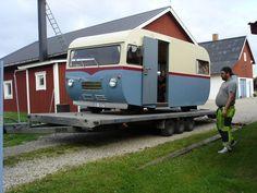 Ooit, in een ver verleden (1963 om precies te zijn) heeft Saab twee campers gebouwd. Deze campers, Saab 92H genoemd, waren gebaseerd op de Saab 92 en werden dus aangedreven door de twee cilinder tw…