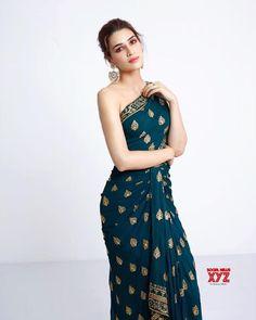 Actress Kriti Sanon Stills In Monisha Jaising Design - Social News XYZ Bollywood Photos, Indian Bollywood Actress, Bollywood Celebrities, Bollywood Fashion, Bollywood Stars, Indian Celebrities, Indian Designer Outfits, Designer Dresses, Designer Clothing