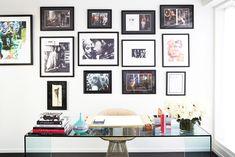 Nos encantan los cuadros que hay en la oficina de #RachelZoe. Con esa decoración, da gusto trabajar!