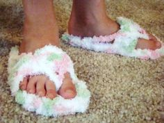 Crochet Flip Flop Slippers - A comfy and cute free crochet pattern - they're perfect for summer.
