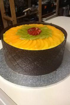 Sponge flan cake with chocolate collar, filled with custard Flan Cake, Custard, Cake Decorating, Cakes, Chocolate, Cream, Cake Makers, Kuchen, Cake