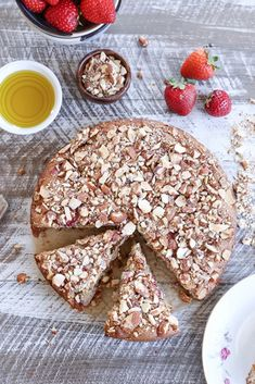 Grain-Free Strawberry Breakfast Cake - a gluten-free, naturally sweetened healthy breakfast cake with almond flour, olive oil, and pure maple syrup Good Healthy Snacks, Healthy Breakfast Recipes, Healthy Desserts, Healthy Pizza, Banana Bread Mug, Banana Bread Recipes, Flour Recipes, Paleo Carrot Cake, Almond Flour Pancakes