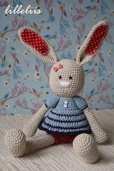 Frillypants Bunny crochet amigurumi toy by lilleliis