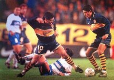 Maradona y Riquelme con la camiseta de Boca, juntos en una misma cancha. Recopa 1997 contra Universidad Catolica de Chile.