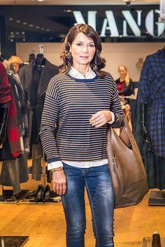 Prvý outfit sme vybrali športovo-elegantný model v súlade s povahou a životným štýlom pani Janky.  Obľúbené úzke džínsy po doplnení bielou košeľou a svetríkom pôsobia elegantnejšie ako keď k nim zvolíte tričko.