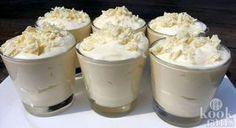 Het lekkerste toetje dat je ooit geproefd hebt: witte chocolademousse! Een heerlijke zoete zonde in het weekend: witte chocolademousse. Deze variant is heel makkelijk om te maken, het recept is onmogelijk te verprutsen!Wat heb je nodig voor deze verrukkelijke mousse? Niet veel, schrijf de volgende