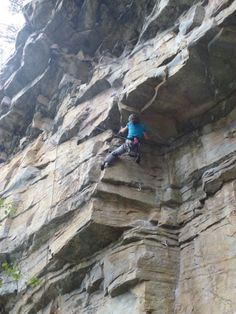 Working up the dihedral of Blind Velvet (5.11b)  Craggin' at Pilot Mountain – 20 Weeks Pregnant | Cragmama