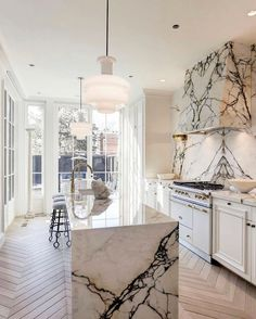 Home Decor Kitchen, Kitchen Interior, Home Kitchens, Kitchen Ideas, Home Luxury, Beautiful Interior Design, Modern Kitchen Design, Beautiful Kitchens, Home And Living