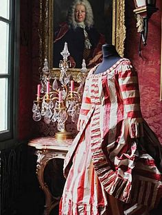 This dress is a work of art made from PAPER.  Paper Fashion ~ Isabelle de Borchgrave