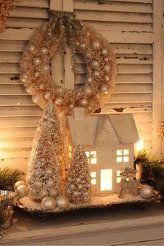 Beautiful Christmas house, trees and reef with a shimmery look. Ooh I just can't wait for Christmas! Cottage Christmas, Shabby Chic Christmas, Christmas Villages, Noel Christmas, Winter Christmas, Christmas Wreaths, Christmas Crafts, Christmas Vignette, Christmas Houses