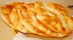 Sem exagero, este é o prato mais delicioso fast food! Bulgarian Recipes, Russian Recipes, Snacks, Snack Recipes, Cooking Recipes, Bread Recipes, Pie Co, Bread Dough Recipe, Good Food