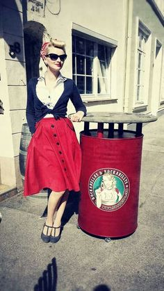 Fab Red Skirt and a rockin' retro headscarf. Rockabilly style ♡ Retro Button…