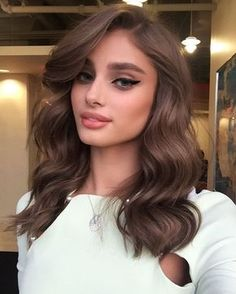 """Harry Josh on Instagram: """"Yep folks at even 530 am this girl is as fresh as a daisy the gorgeous @taylor_hill talking about the @victoriassecret fashion show which airs on @cbstv tomorrow 10pm EST 9pm PST make up by @hungvanngo and hair by me using #HarryJoshProTools 2n1 curling iron ❤️❤️❤️"""""""