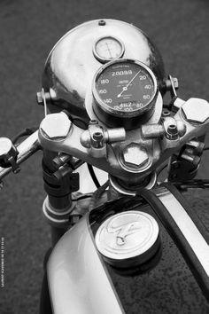 Montlhery autodrome, café Racer festival. Photos : Laurent Scavone. www.laurent-scavone-photos.com