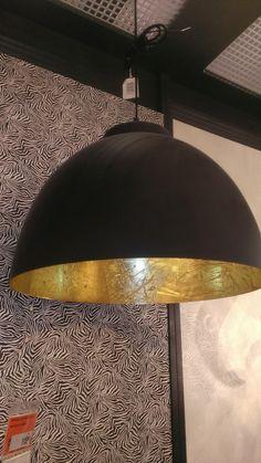 Musta valaisin, kulta/messinkisisuksella, Bauhaus kork 31cm halk 45cm,  hinta 115€