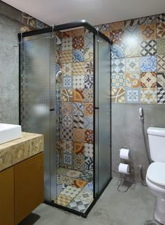 The beauty of eclectic decoration has attracted so many homeowners to style up their home with the style. It's massively applied to any rooms inside a house in a very. Bathroom Design Small, Bathroom Layout, Bathroom Interior Design, Interior Design Living Room, Bathroom Ideas, Small Bathrooms, Eclectic Bathroom, Modern Bathroom, Bad Inspiration