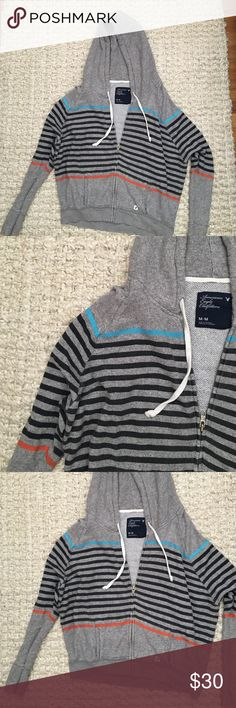 AE M Zipup Sweatshirt. So cute! Perfect for the beach! American Eagle Outfitters Sweaters