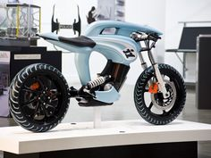 Rocker Concept by James Roberton - scale model - Car Body Design Best Electric Bikes, Electric Bicycle, Futuristic Motorcycle, Futuristic Cars, Bicycle Decor, Bicycle Design, Street Moto, Bicycle Stand, Lowrider Bicycle